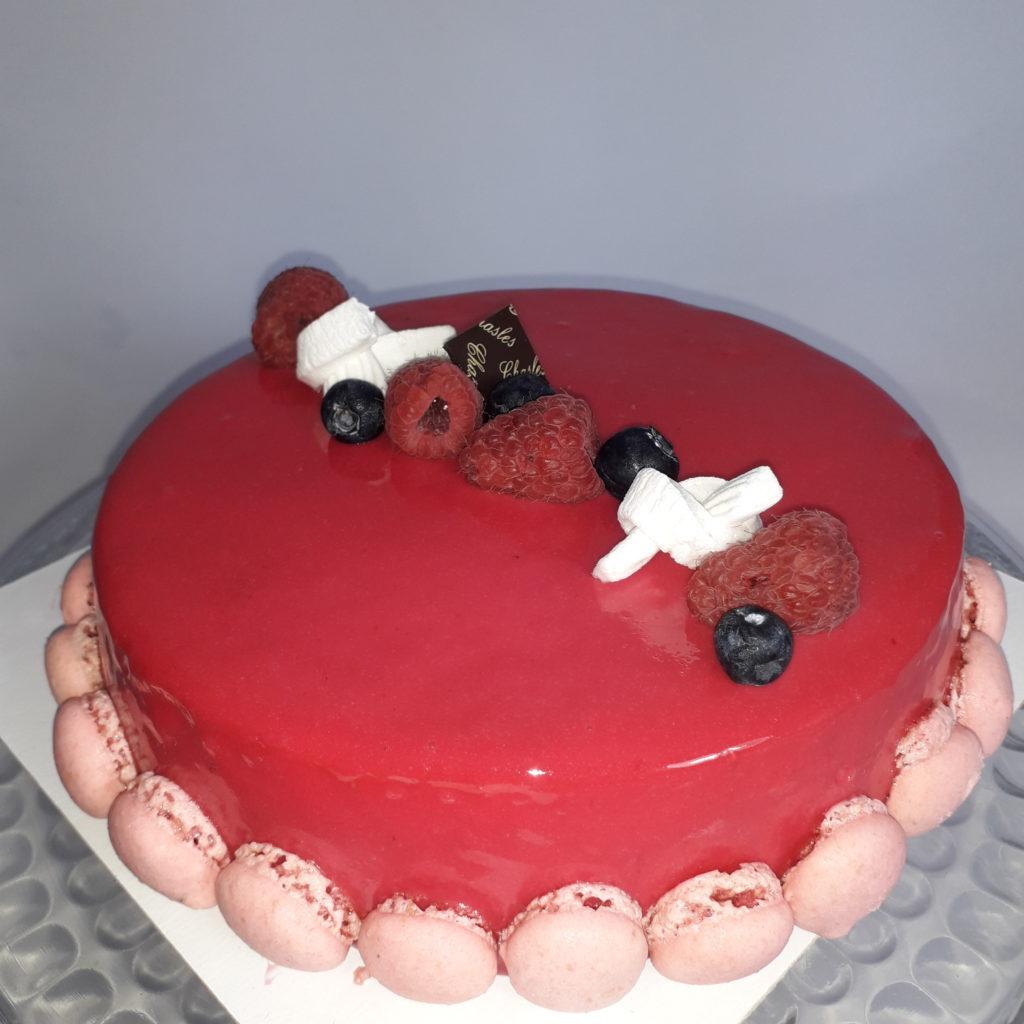 Gâteaux framboise macarons